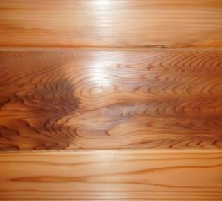 【200年杉】の壁材 無塗装でもこの光沢!