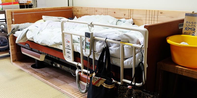 介護ベッドを包み込んだ百年杉